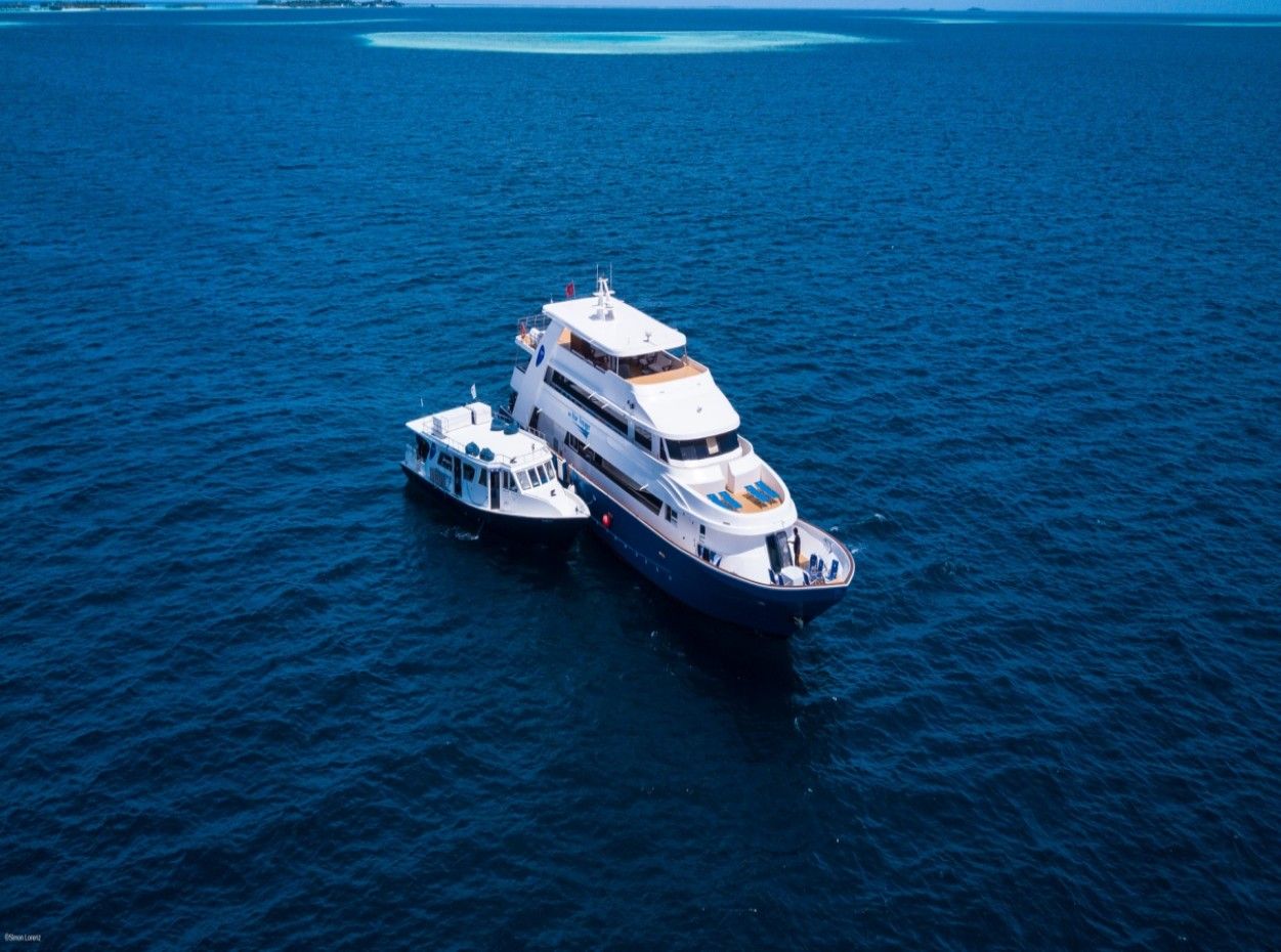 Blue voyager and Dhoni, maldives. Credit to Simon Lorenz