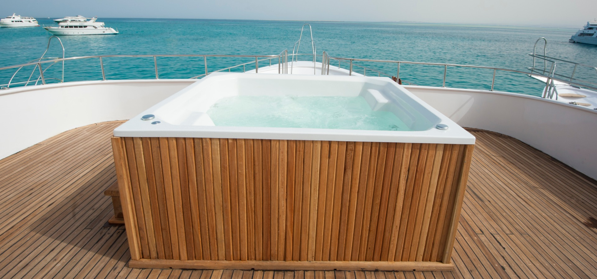 M/y blue Horizon liveaboard hot tub