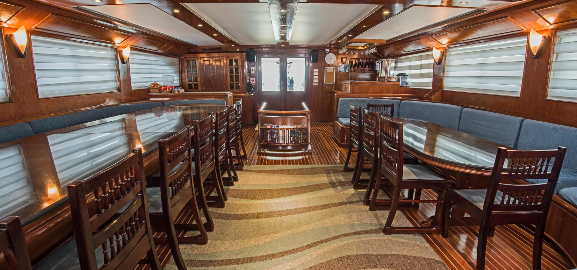 M/Y blue Fin saloon and liveaboard dining area
