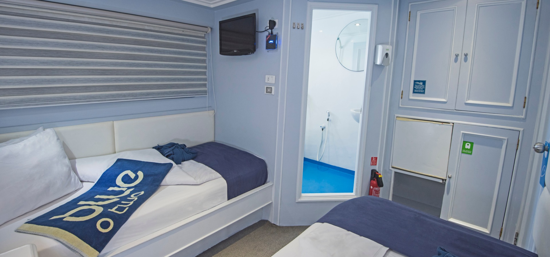 M/Y blue Fin room with en suite