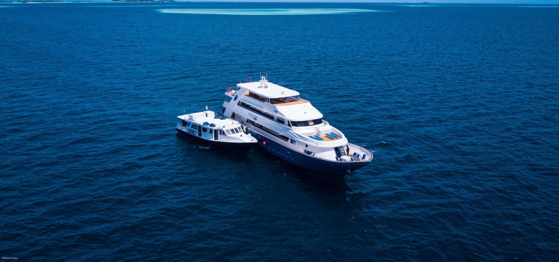 Blue voyager and Dhoni, maldives. Credit to Simon Lorenz