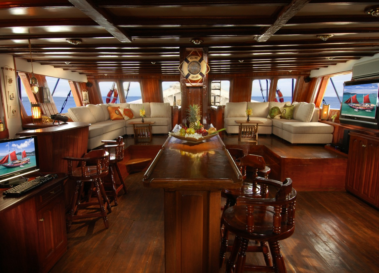 The Phinisi saloon, Myanmar liveaboard